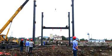 亚博体育下载地址河清生产基地主厂房开工吊装