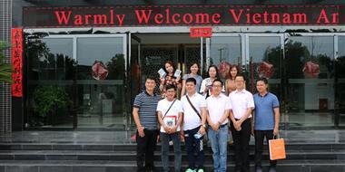 亚博体育下载地址公司迎接越南饲料界朋友参观考察